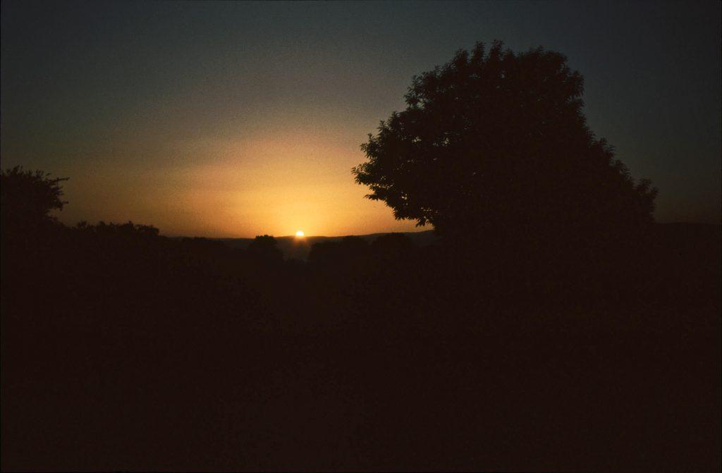 Am Jakobsweg zelten: Barbadelo Sonnenaufgang am Pilgerweg